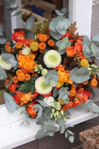 bouquet de fleurs automne orange eucalyptus rose chrysanthème fleuriste fèves effleurs