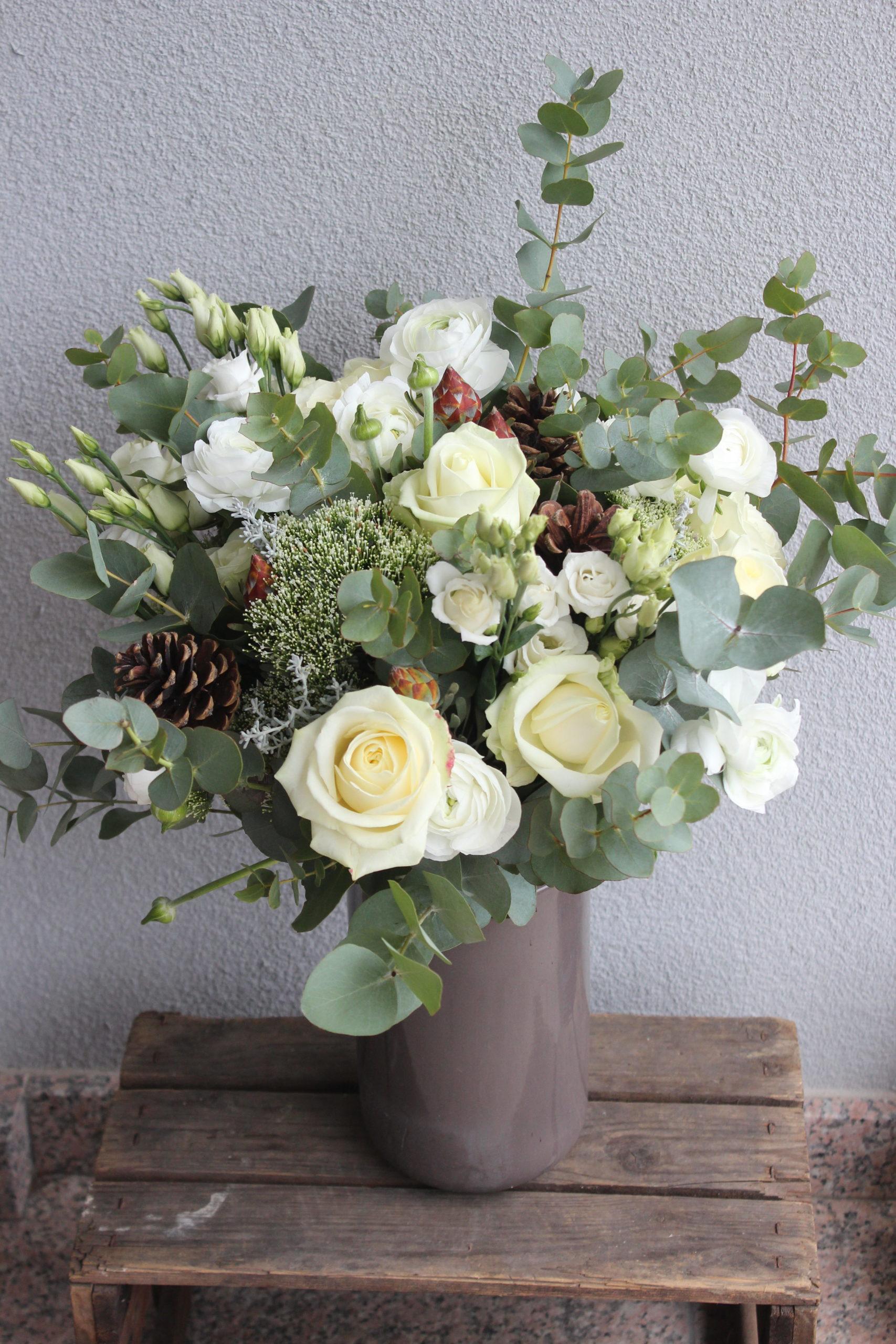 bouquet de fleurs blanches eucalyptus automne pommes de pin champêtre fleuriste semécourt effleurs