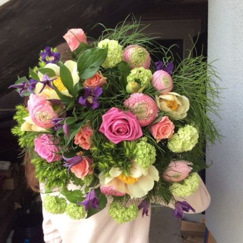 bouquet de fleurs champêtre pivoine rose vert naturel fleuriste metz effleurs