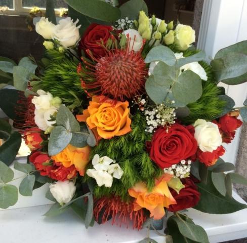 bouquet de fleurs coloré fleurs exotiques rose rouge eucalyptus saulny effleurs