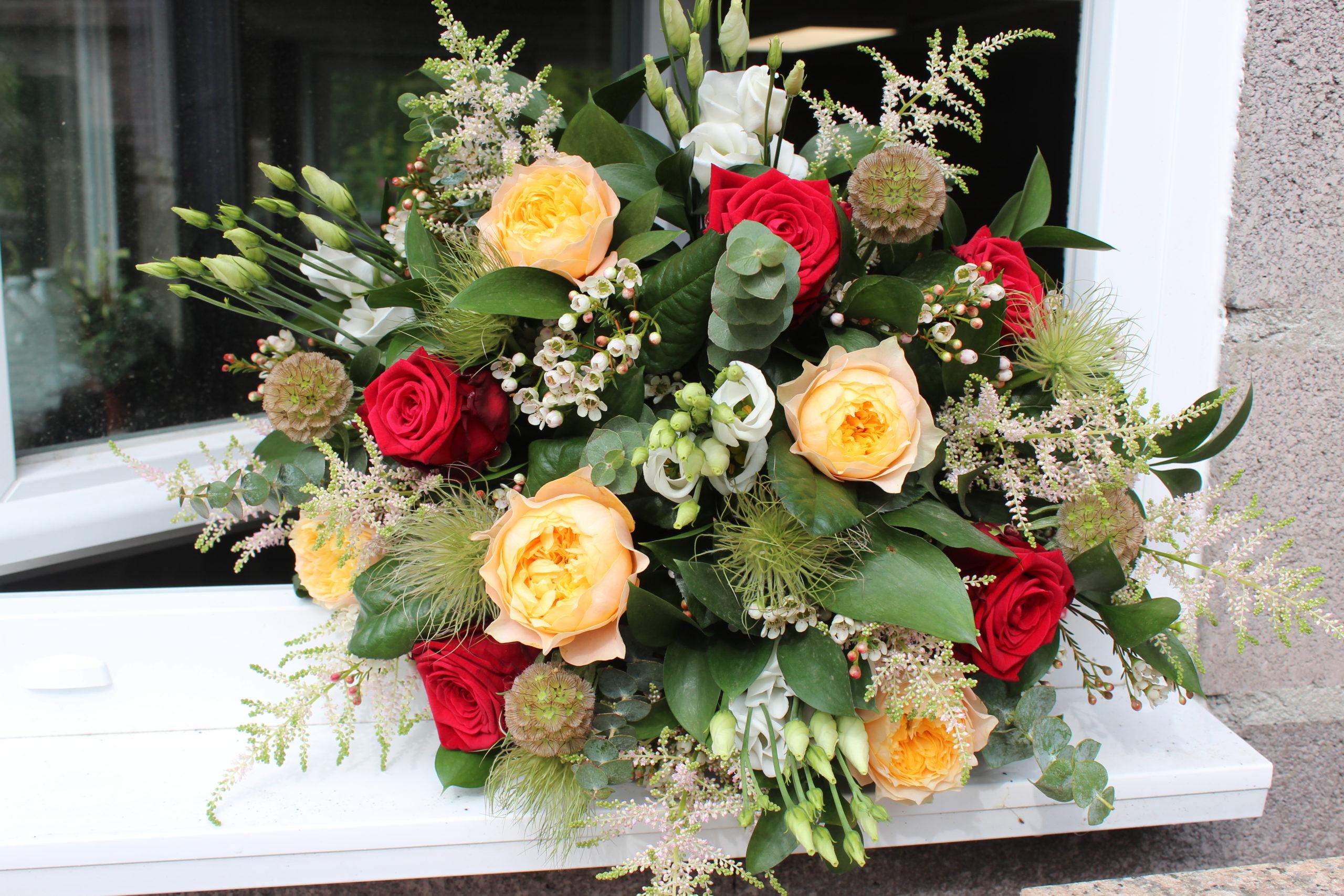 bouquet de fleurs fraiches rose rouge rose de jardin jaune eucalyptus fleuriste metz effleurs