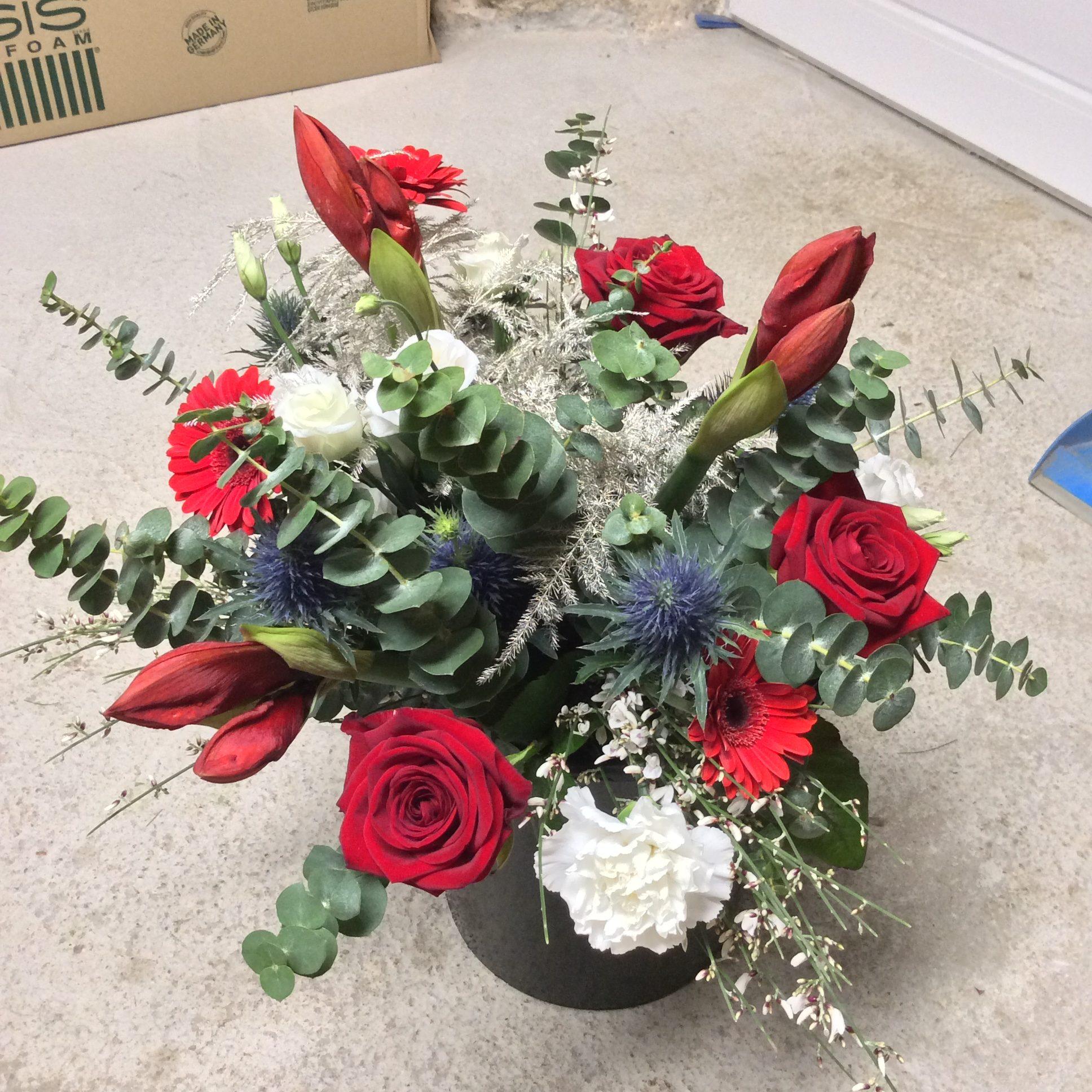 bouquet de fleurs noël amaryllis eucalyptus rouge blanc chardon lorraine fleuriste metz effleurs