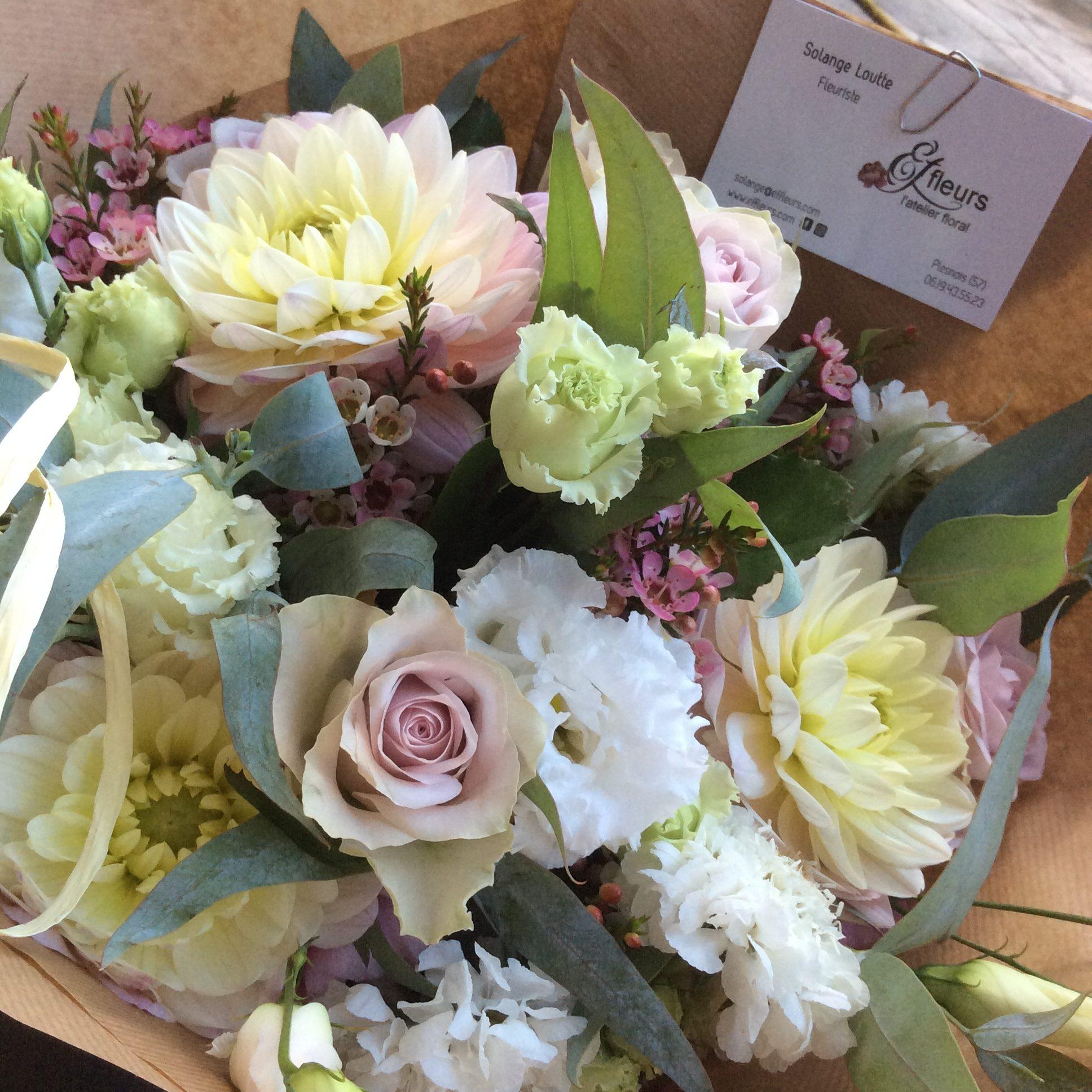 bouquet de fleurs pastel dahlia été eucalytpus anniversaire fleuriste metz effleurs
