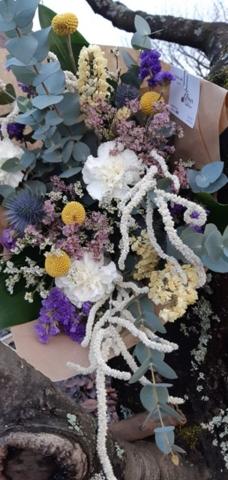 bouquet de fleurs séchées mi sec mi frais eucalyptus violet jaune fleruiste norroy le veneur effleurs
