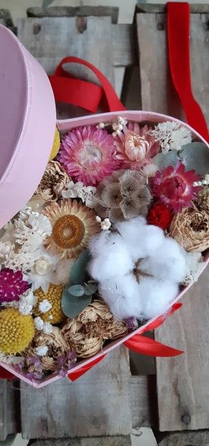 bouquet de fleurs sechees boite coeur fleuriste metz effleurs