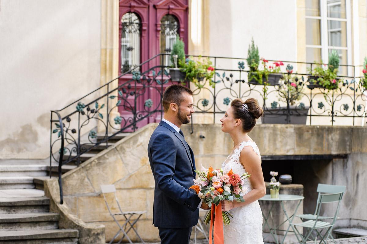 bouquet de mariee audrey coloré orangé fleuriste metz effleurs