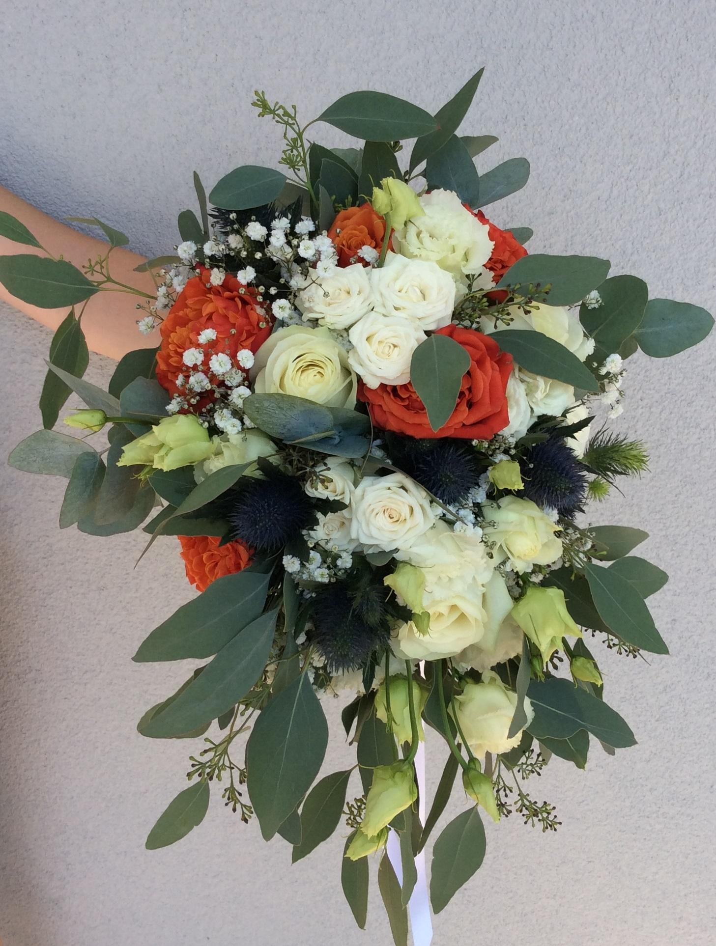 bouquet de mariee céline rouge et bleu fleuriste hattonchatel effleurs