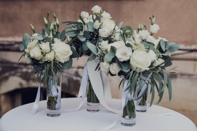 bouquet de mariee camille et temoin blanc eucalyptus fleuriste effleurs