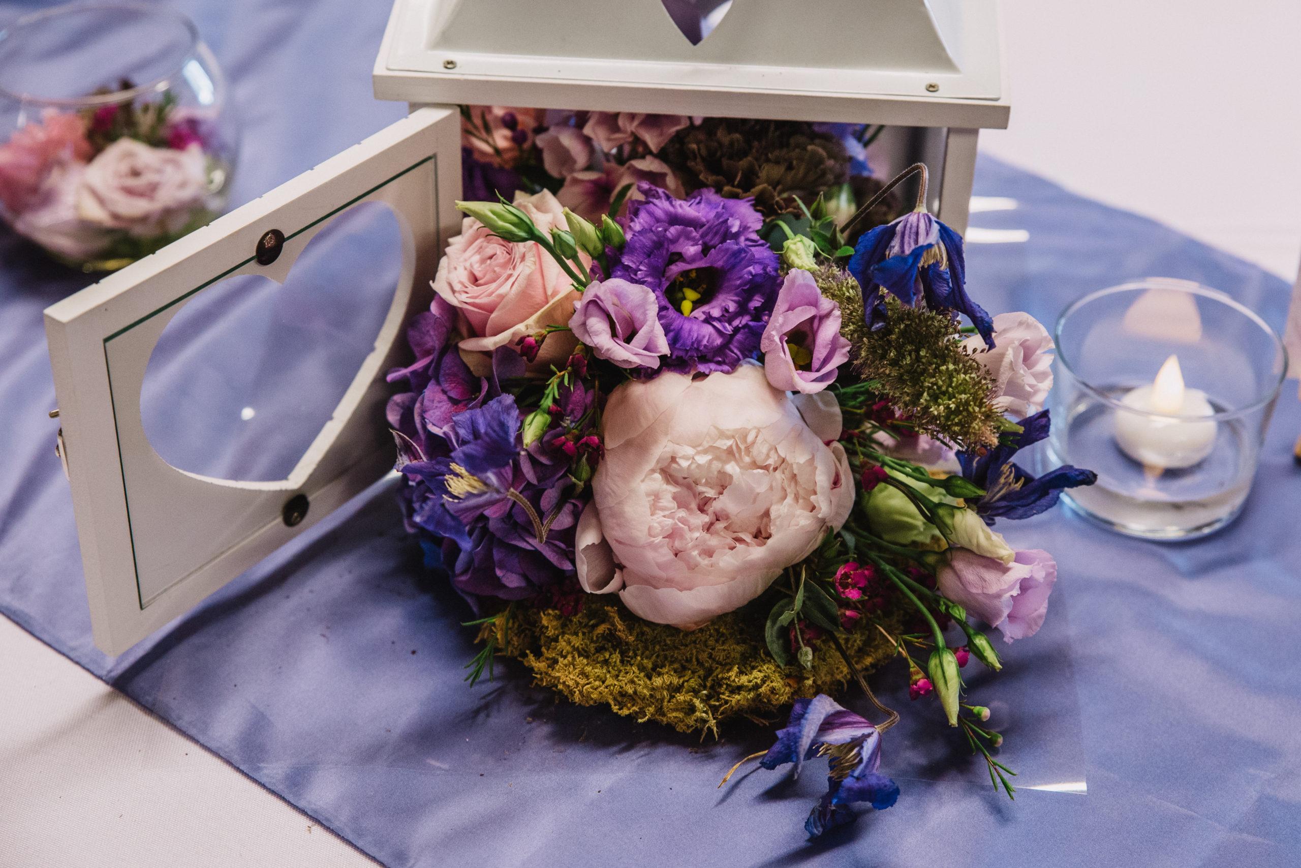 centre de table mariage lanterne fleurie fleuriste effleurs
