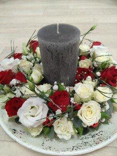 composition florale centre de table bougie noël rose blanche et rose fleuriste metz effleurs