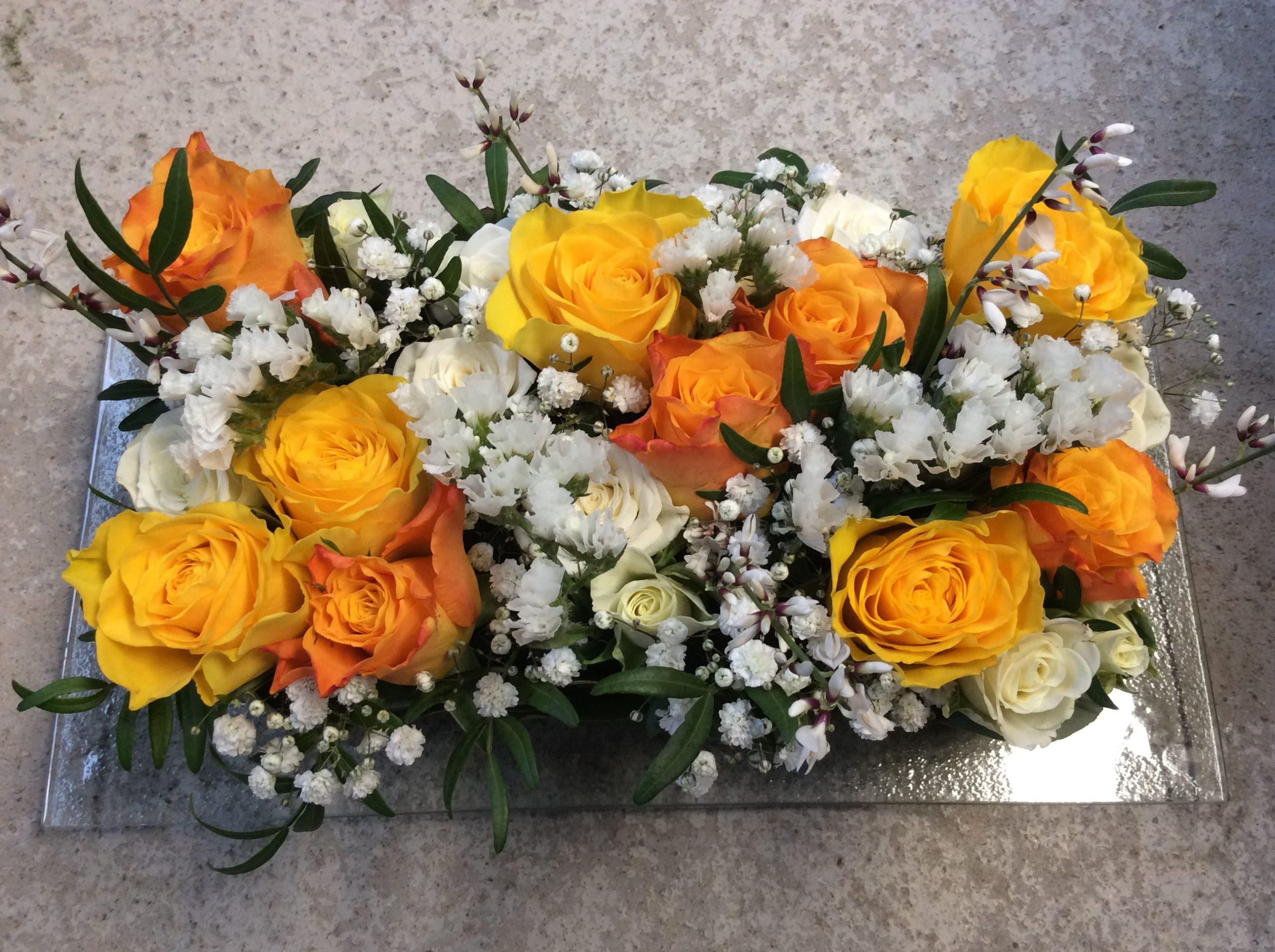 composition florale fleurs centre de table paques coloré orange jaune façon gâteau fleuriste moselle effleurs
