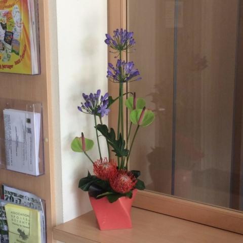 composition florale moderne mairie norroy le veneur allium violet fleuriste metz effleurs