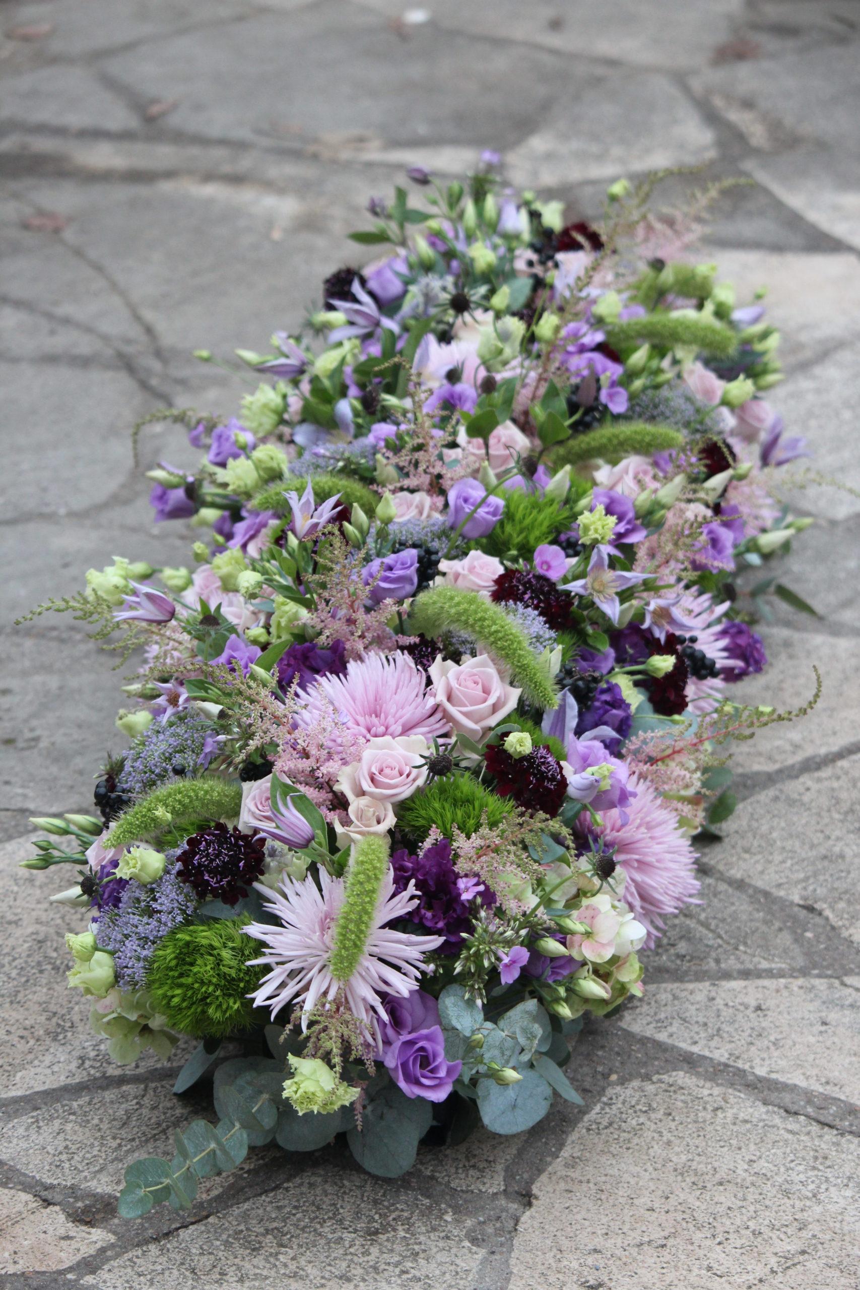 fleurs deuil dessus de cerceuil violet fleuriste metz effleurs