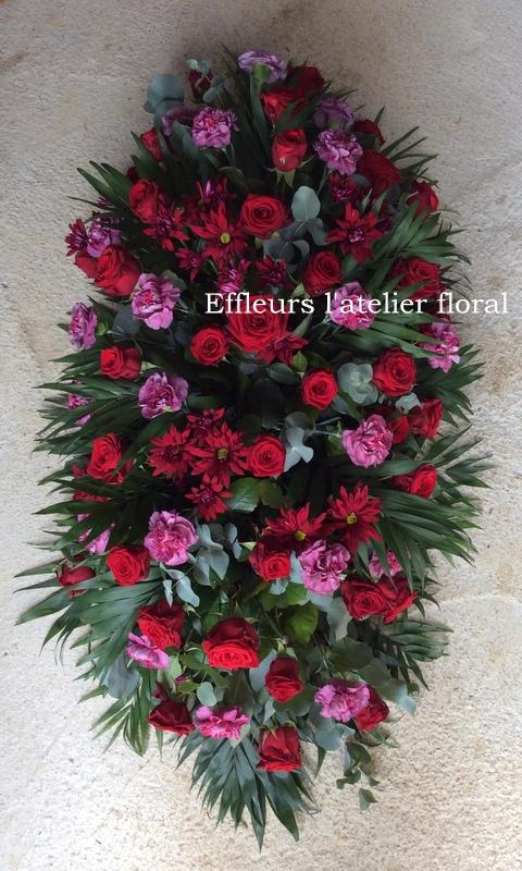 fleurs enterrement dessus de cercueil rouge et violet fleuriste metz effleurs