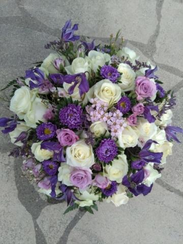gerbe de fleurs coussin violet et blanc fleuriste metz effleurs