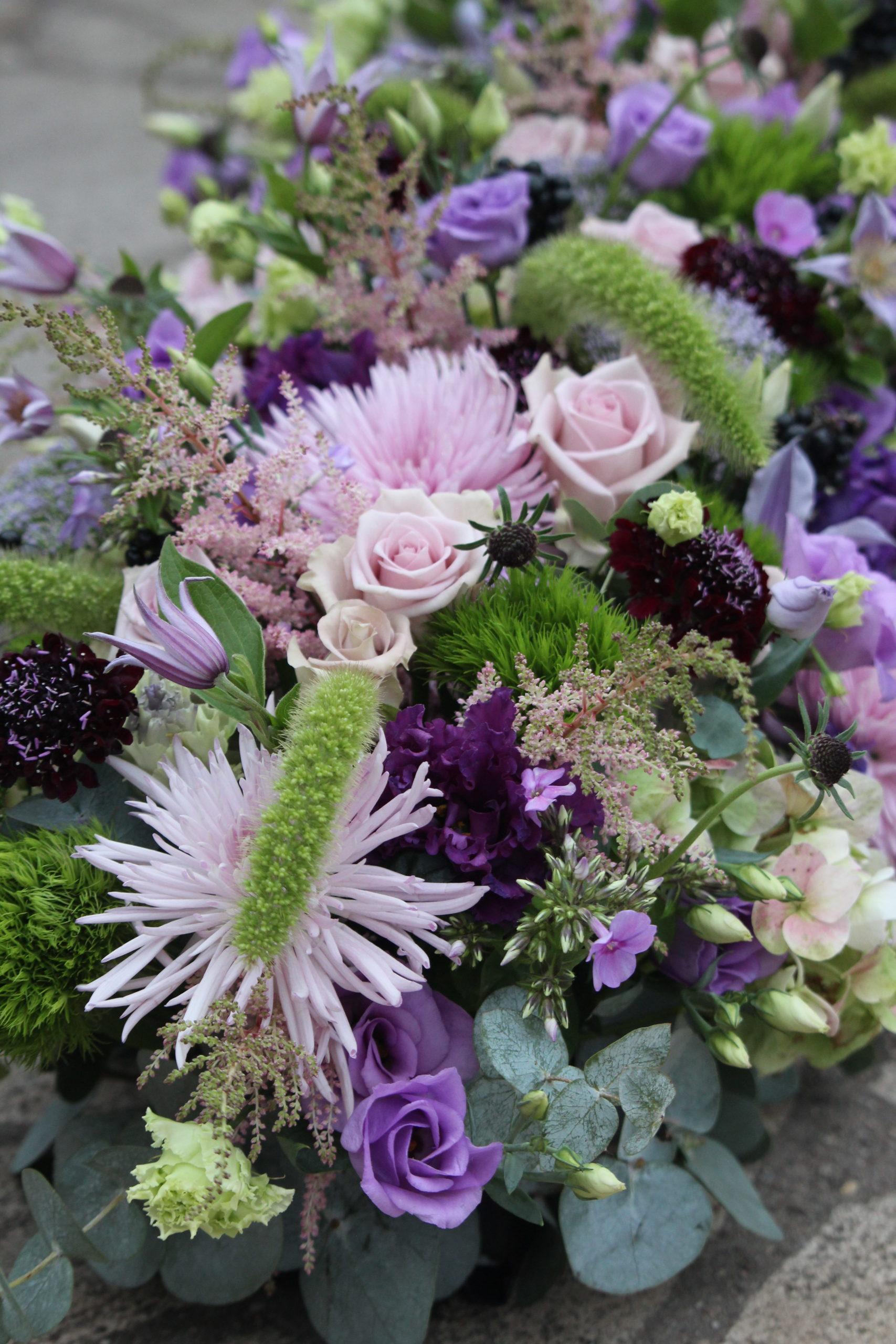 gerbe de fleurs dessus de cerceuil fleuriste woippy effleurs